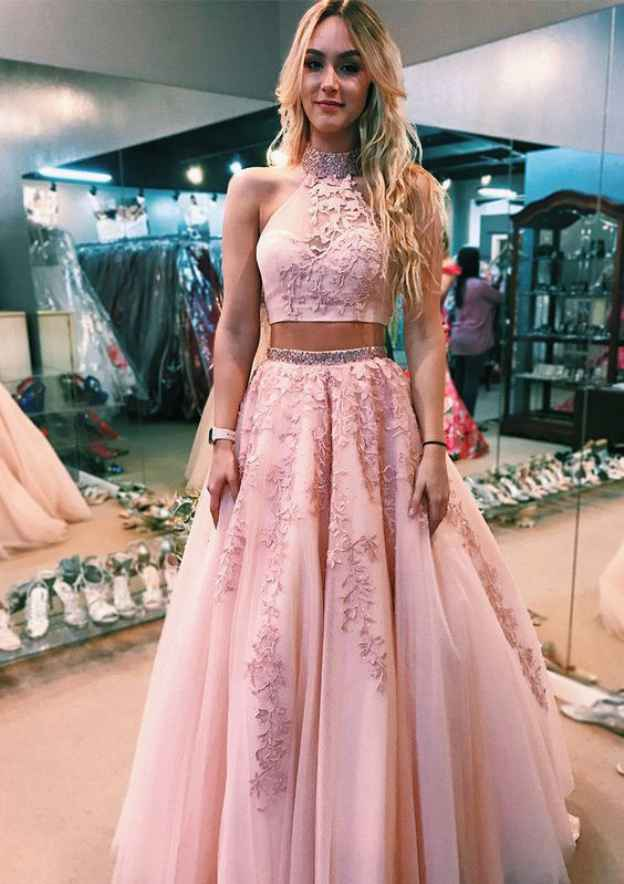 Ball Gown High-Neck Sleeveless Court Train Tulle Prom Dress With Beading  Appliqued 111ee5b77